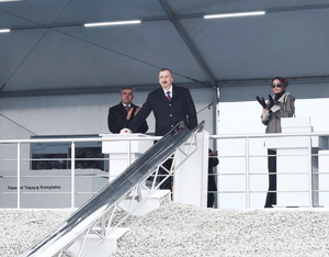 President Ilham Aliyev attended the groundbreaking ceremony of the first building in the Hovsan Residential Complex