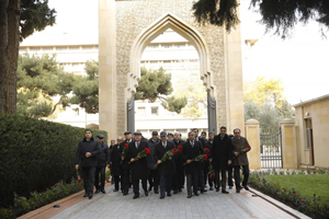 The staff of the State Housing Development Agency pays a visit to the grave of National Leader Heydar Aliyev